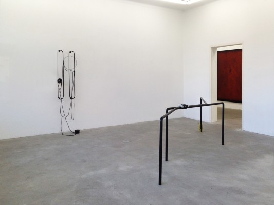 Installation view with Twinning, 2013 and Untitled, 2013 Foto Uwe Walter